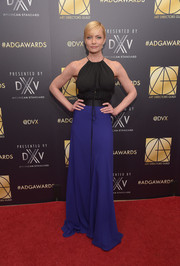 Jaime Pressly showed off her toned arms in a bicolor halter gown during the Art Directors Guild Awards.