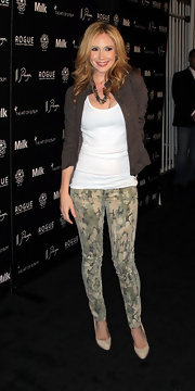 Ashley Jones paired her tank top with army green leggings.