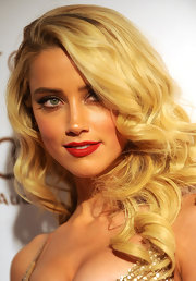 Amber Heard wore a vivid red lipstick at the Art of Elysium;s 5th Annual Heaven Gala.