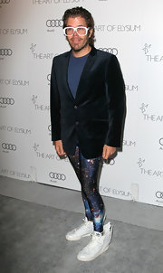 Perez Hilton's ensemble at the black-tie gala Heaven, consisting of a navy blazer over a tee, glittery leggings, and winged sneaks, left us at a loss for words.