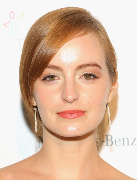Ahna O'Reilly opted for a simple loose updo when she attended the Art of Elysium's Heaven Gala.