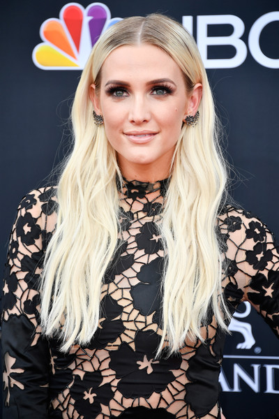 Ashlee Simpson Long Wavy Cut