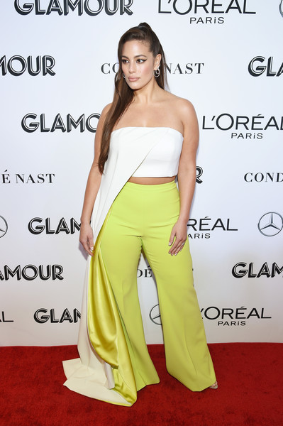 Ashley Graham Crop Top [clothing,shoulder,yellow,dress,hairstyle,red carpet,carpet,fashion,joint,footwear,arrivals,ashley graham,new york city,glamour women of the year awards: women rise,ashley graham,2018 glamour women of the year awards,fashion,model,americas next top model,glamour,supermodel,vogue,celebrity,fashion show]