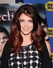 Ashley Greene showed off ravishing burgundy locks at the book signing of 'The Twilight Saga: Eclipse.' Large barrel waves completed her look.