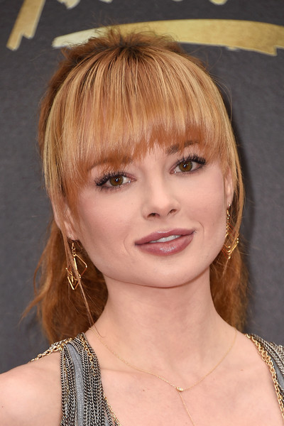 Ashley Rickards Ponytail [hair,face,hairstyle,bangs,blond,chin,eyebrow,layered hair,beauty,bob cut,arrivals,ashley rickards,mtv movie awards,burbank,pt,california,warner bros. studios]