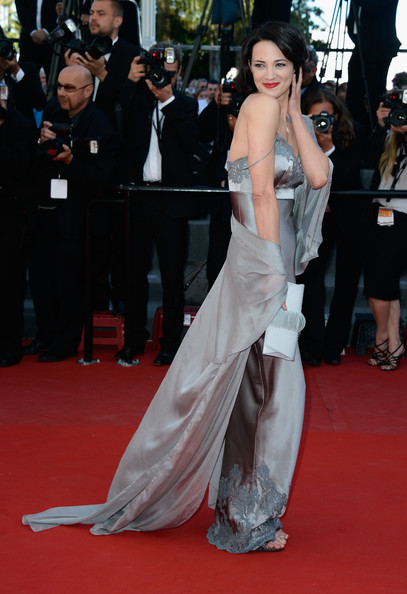 Asia Argento Evening Dress [red carpet,carpet,dress,clothing,premiere,flooring,hairstyle,gown,fashion,shoulder,cannes,france,zulu premiere and closing ceremony,cannes film festival,zulu premiere and closing ceremony,palais des festivals,asia argento]