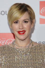 Molly Ringwald looked trendy with her short side-parted 'do at the Assouline Memoire Set launch.