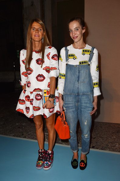 Anna dello Russo topped off her eclectic ensemble with a printed box clutch.