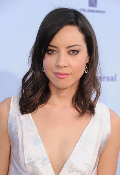 Aubrey Plaza Medium Wavy Cut with Bangs
