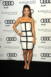 Maria topped off her black and white ensemble with classic black pumps.