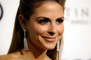 Maria Menounos wore a sexy set of feathery false lashes at the 2012 Golden Globe Awards celebration.