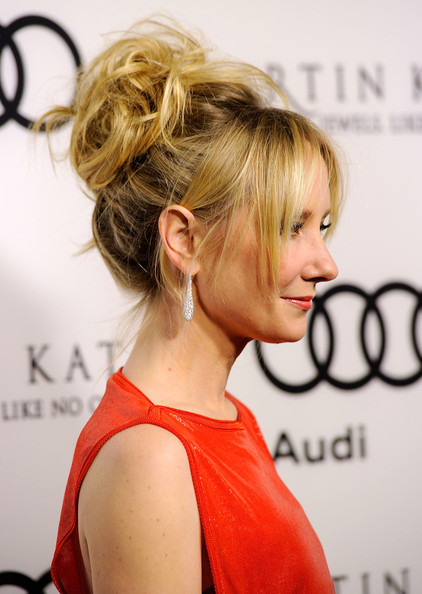 Anne Heche wore her hair in a sexy updo of tousled curls at the 2012 Golden Globe Awards celebration.