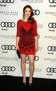 Alexandra Breckenridge accented her red graphic print mini dress with a sleek frame clutch.
