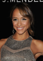 Dania Ramirez completed her stunning look with silver metallic shadow. Feather like lashes gave her look high drama.