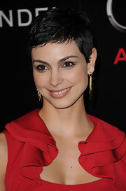 Morena Baccarin paired her cropped pixie cut with gold dangle earrings.