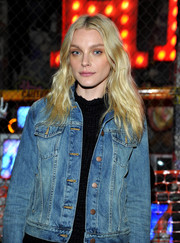 Jessica Stam styled her blonde hair with a middle-parted wavy 'do.
