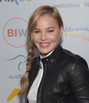 Abbie Cornish was cute and youthful at the Heath Ledger scholarship dinner wearing this loose side braid.
