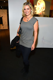 Alexandra Davies chose a pair of dark-wash skinny jeans for a casual, but comfy look at 'The Sapphires' screening.