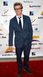 Simon Baker wore a blue suit.