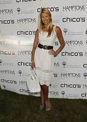 Beth paired her white summer dress with a sleek Birkin bag wile hitting the East Hampton library.