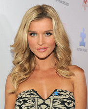 Joanna Krupa looked like a doll with her feathered waves at the Autism Speaks' Blue Jean Ball.
