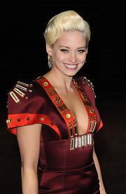 Kimberly showed off her funky style at the Avatar premiere donning an interesting burgundy dress. She finished her look with a polished wavy short cut.