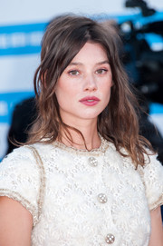 Astrid Berges Frisbey rocked messy-glam waves at the Deauville Film Fest premiere of 'Snowpierce.'