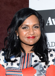 Mindy Kaling finished off her look with a pair of crystal drop earrings by Suzanne Kalan.