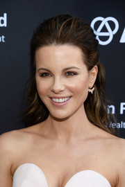 Kate Beckinsale switched up her usual ponytail with this lovely half-up style for the BAFTA LA garden party.