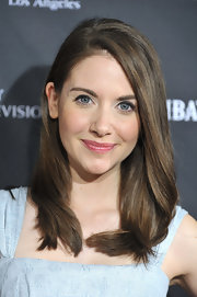 Alison Brie looked charming in her face-framing side-parted 'do at the BAFTA Los Angeles tea party.