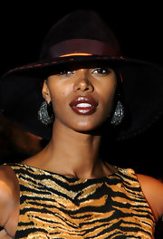 Jessica White wore a rich golden caramel lipstick with a glimmering finish at the BCBG Max Azria 2012 fall fashion show.