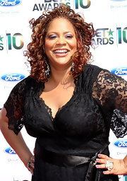 Kim Coles showed off her lace dress while walking the red carpet at the BET Awards.