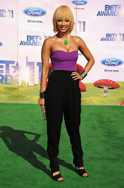 Keri Hilson wore a two-toned jumpsuit with strapless top and slouchy harem bottom to the BET Awards.