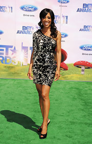 Shaun Robinson stood tall at the BET Awards in black patent peep-toe slingbacks.