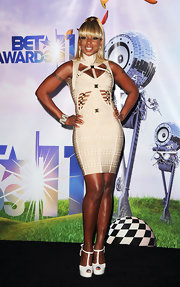 Mary J. Blige flaunted her athletic curves at the BET Awards in an beige print cutout bandage dress.
