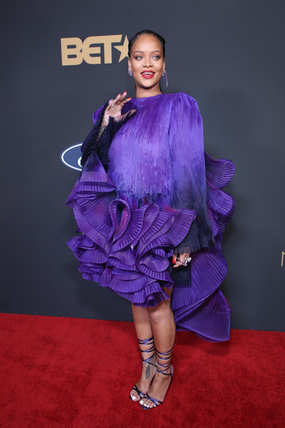 More Pics of Rihanna Ponytail (7 of 9) - Hair Lookbook - StyleBistro [clothing,purple,carpet,fashion model,fashion,red carpet,hairstyle,electric blue,shoulder,premiere,rihanna,bet presents the 51st naacp image awards,tms award,room,pasadena civic auditorium,california,president\u00e2,bet,celebrity,red carpet,supermodel,fashion,socialite,model,haute couture,purple,runway,carpet]
