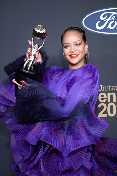 Rihanna sported a bright red mani at the 2020 NAACP Image Awards.