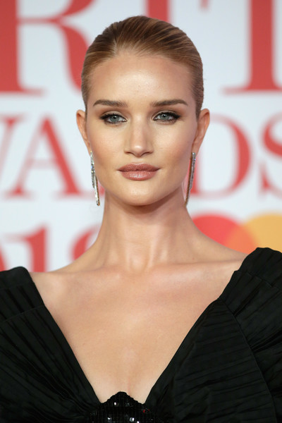 More Pics of Rosie Huntington-Whiteley Croydon Facelift (1 of 7) - Rosie Huntington-Whiteley Lookbook - StyleBistro [hair,face,hairstyle,eyebrow,lip,beauty,skin,blond,fashion model,chin,red carpet arrivals,rosie huntington-whiteley,brit awards,relation,the o2 arena,england,london]