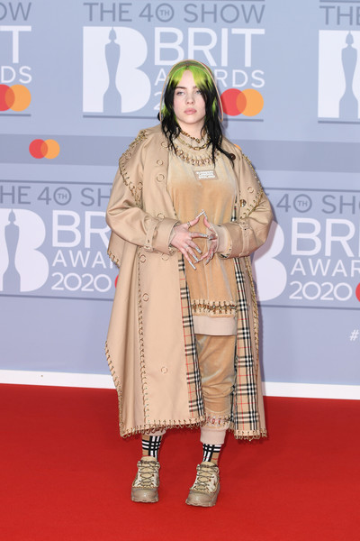 More Pics of Billie Eilish Gold Chain (4 of 46) - Gold Necklaces Lookbook - StyleBistro [red carpet,carpet,clothing,flooring,fashion,premiere,fashion design,event,outerwear,peach,red carpet arrivals,billie eilish,brit awards,england,london,the o2 arena,the brit awards 2020,lizzo,2020 brit awards,celebrity,red carpet,fashion,fashion news,manicure,model,the o2,the brit awards]