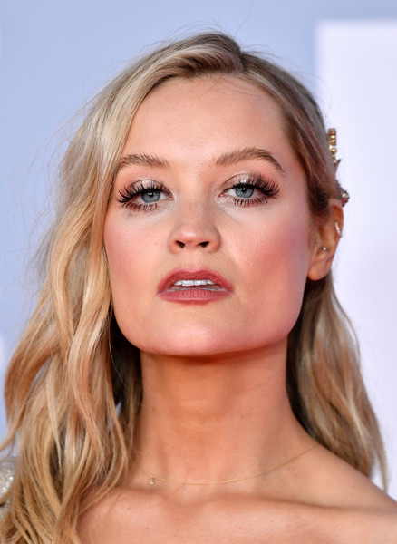 Laura Whitmore's eyes looked so pretty thanks to those long, fluttery lashes.