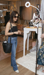 Constance Wu completed her ensemble with a black leather shoulder bag.