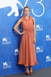 Suki Waterhouse paired her cute dress with red laser-cut peep-toe heels, also by Fendi.