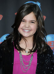 Bailee Madison added a twist to her outfit by wearing a layered chainlink necklace for a visit to Planet Hollywood.