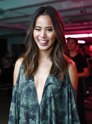 Jamie Chung framed her face with boho waves for the Baja East fashion show.