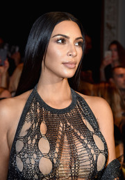 Kim Kardashian rocked a perfectly sleek center-parted 'do at the Balmain fashion show.