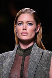 Doutzen Kroes walked the Balmain fashion show wearing a slicked-down side-parted 'do.