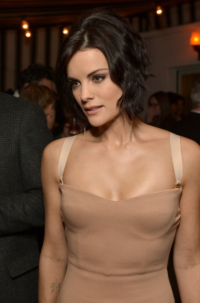 More Pics of Jaimie Alexander Short Wavy Cut (3 of 16) - Jaimie Alexander Lookbook - StyleBistro
