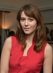 Mary Elizabeth Winstead wore her wavy hair down with side-swept bangs when she attended the Banana Republic L'Wren Scott collection launch.