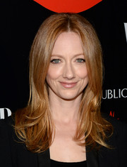 Judy Greer was beautifully coiffed with a face-framing center-parted 'do with feathered ends when she attended the Banana Republic L'Wren Scott collection launch.