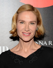 Kelly Lynch wore her hair short with a hint of a wave at the ends when she attended the Banana Republic L'Wren Scott collection launch.